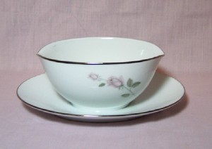 Kenmark China Boutique Gravy Boat With attached underplate