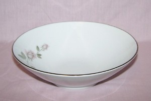 Kenmark China Boutique round vegetable bowl